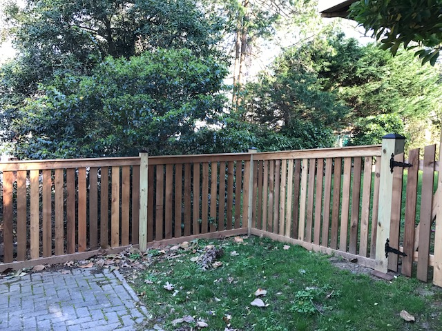 4 ft. Cedar Flat Top Picket Fence w/ Top and Bottom Trim